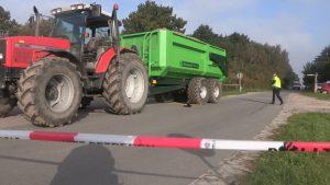 20151003 Callantsoog ongeval trekker met fiets.00_00_02_10.Still001